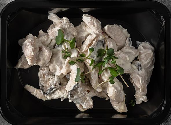 Бефстроганов с белыми грибами в сметанном соусе
