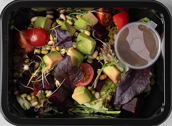 Салат из свеклы, авокадо, томатами и проростками