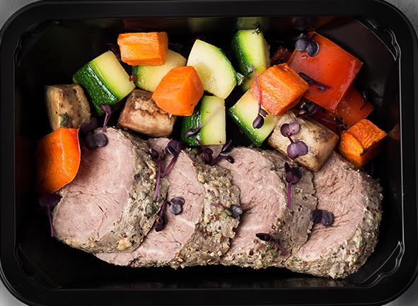 Филе говядины в сливках и зернистой горчице с овощным рататуем
